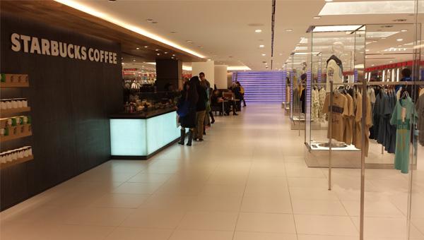 Blog_Uniqlo_Starbucks